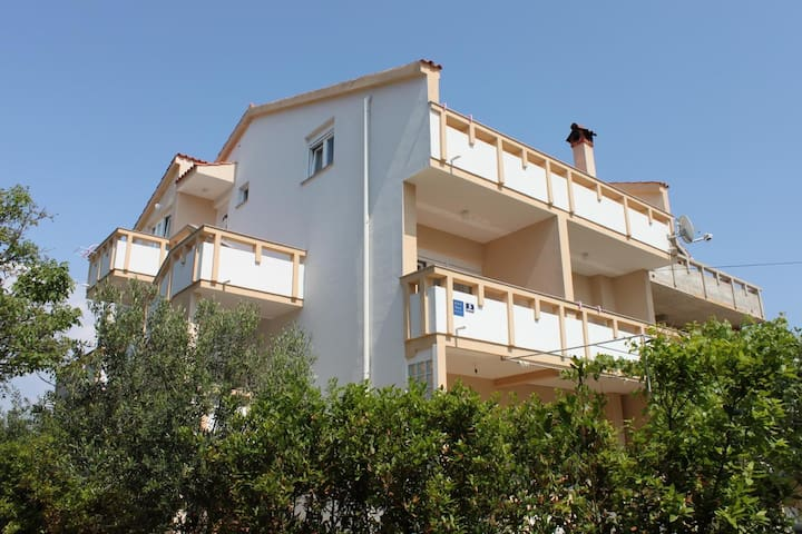 One bedroom apartment with terrace Novalja (Pag) (A-6344-a)