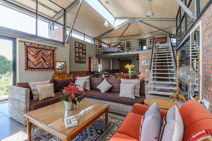 The Red Shed - Relaxed Farm Stay - Port Elizabeth
