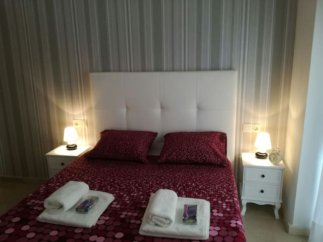 Romantic getaway to Figueres - Figueres - Appartement