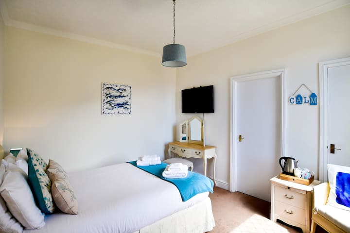 Quiet Ensuite Double Room, Garden View, Parking