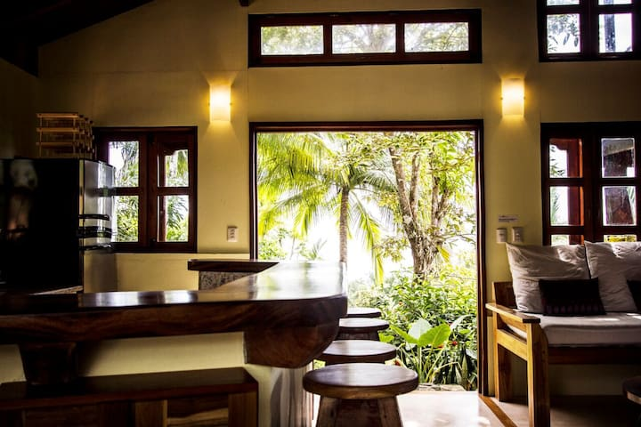 Casa Vista, Beautiful Beachfront Cottage