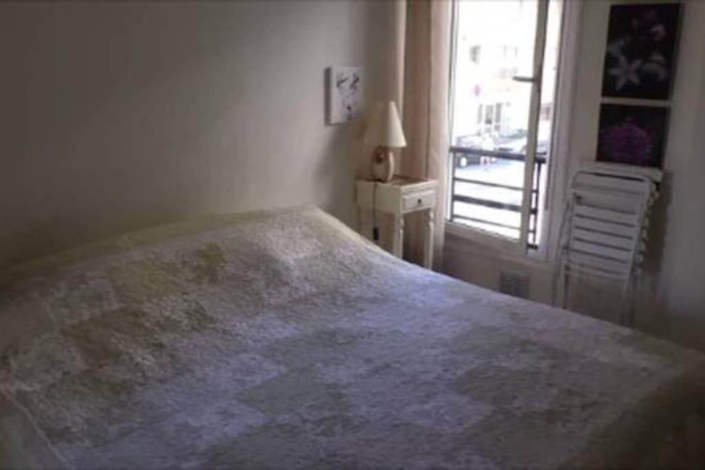 Chambre avec un lit deux places en 180.