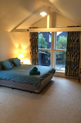 Buckleys Sunshine Bay (Hidden by Airbnb)