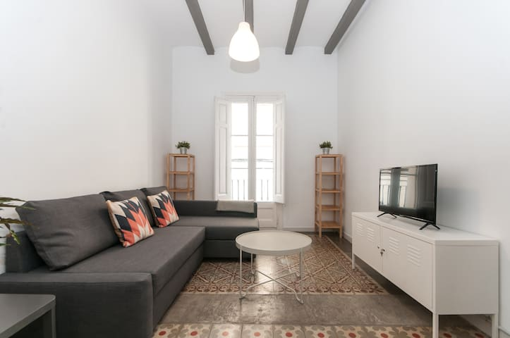 COMFORTABLE & COZY APARTMENT FOR GROUPS IN GRACIA