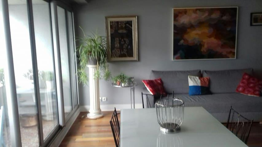 Appartement,deux chambres,près Pt. De Versailles