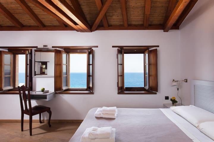 Kalnterimi Family Suite (Menekses), Sea View