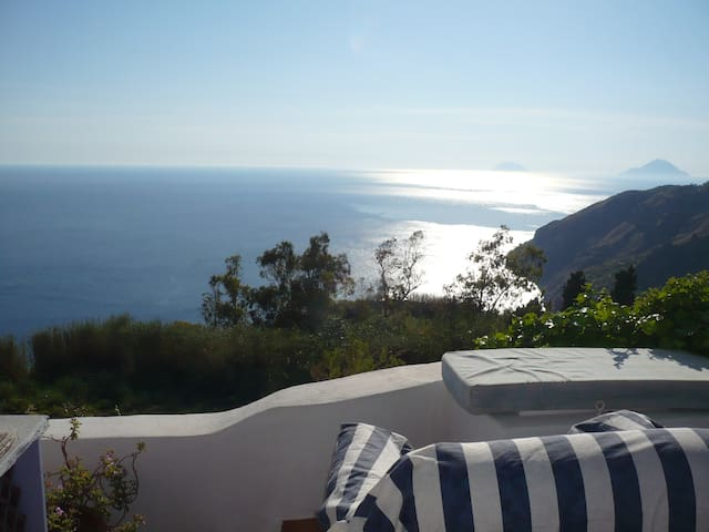 romantic getaway sea view , pool - Lipari - Kabin