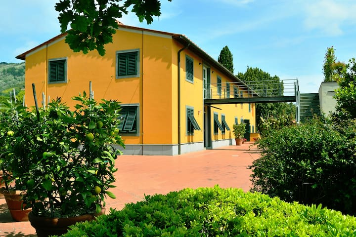 Panoramic Villa w/pool,tennis,lake - Pescia - วิลล่า