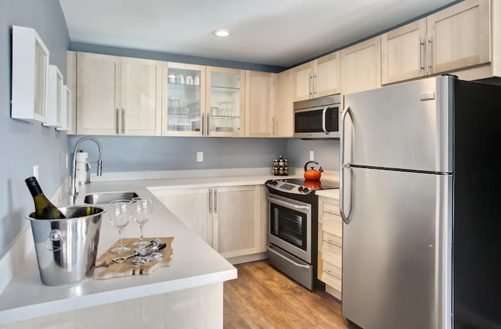 All New, Modern, Luxurious Apartment In Fremont