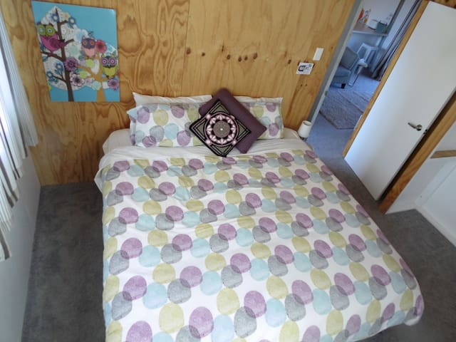 Double bed in private room - refurbished (room 5) - Bunnythorpe - Rumah