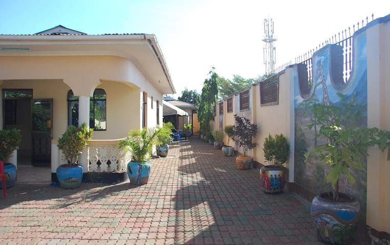 14 rooms, excellent value in Moshi - Moshi - Aamiaismajoitus