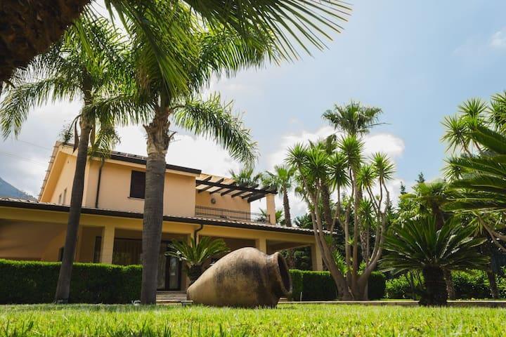 Villa , relax , piscina privata con idromassaggio
