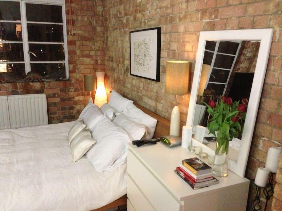 Guest bedroom main bed