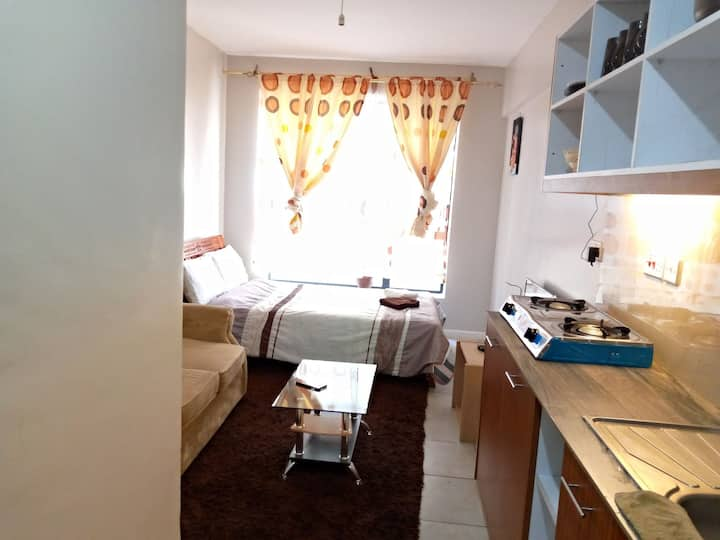 Deluxe Studio with WiFi, Pool & Free parking