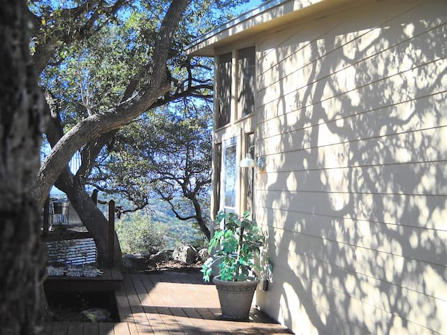 Room 2  - Bella Green B&B Guest House w/ Views - Pipe Creek - Bed & Breakfast