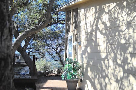 Rm2-Hill Country B&B w/screen porch - Pipe Creek