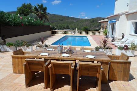 Modern 3 Bed Villa, Mountain Views & Private Pool - ハベア