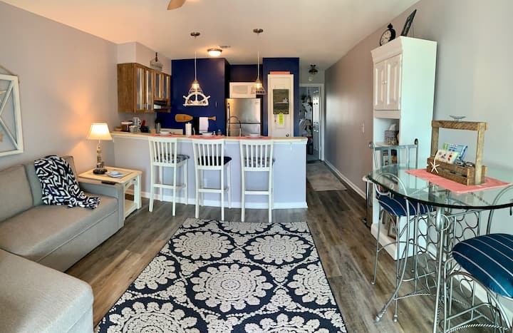 *NEW* Pineapple Paradise - Condo steps from beach