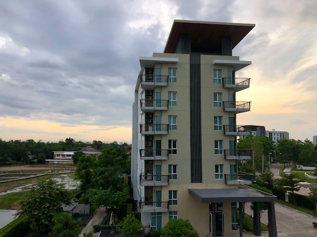 Near airport, luxury apartment,  Serene Lake