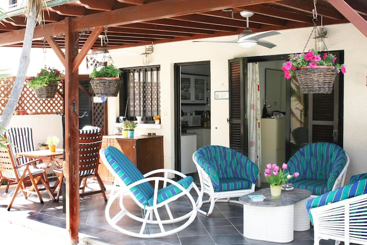 Chez Lala Seaview House with Garden - Chloraka - บ้าน