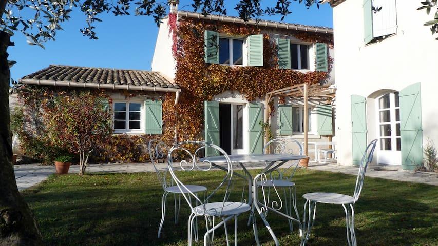 Two BnB room with pool near Avignon - Saze - Bed & Breakfast