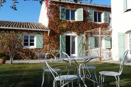 Two BnB room with pool near Avignon - Saze - Bed & Breakfast