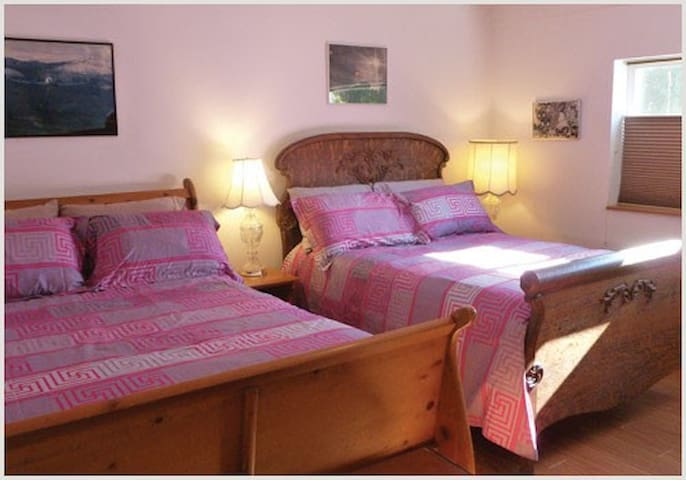 Fender Rhodes Room ~ breakfast is available