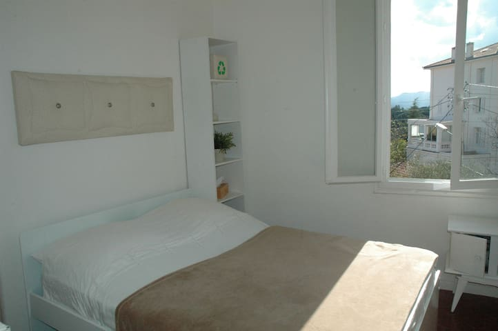 Cannes apartment_room_