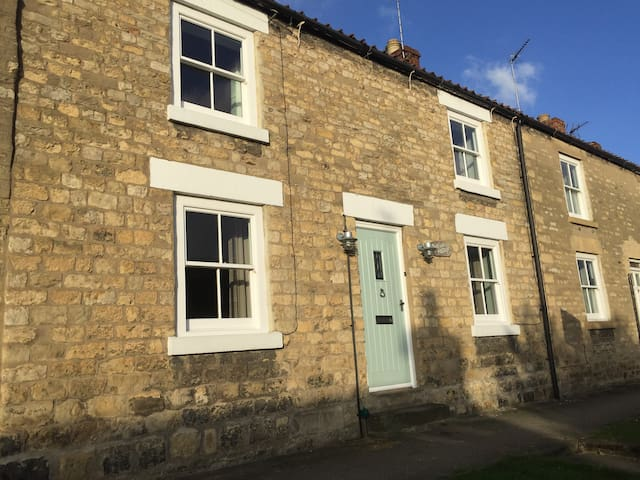 Beautiful Village Cottage - sleeps 6 - Ampleforth - Huis