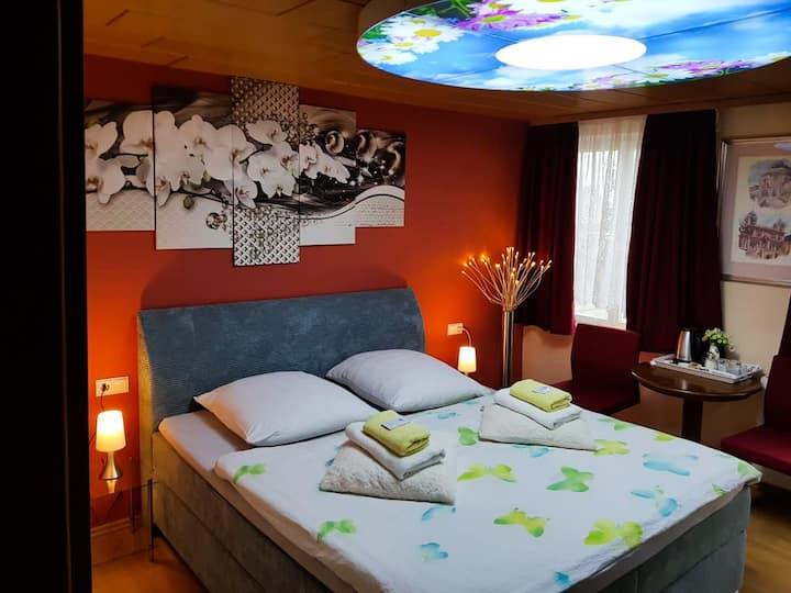 Hotel Gasthof Mohren, (Hechingen), Doppelzimmer mit Dusche und WC