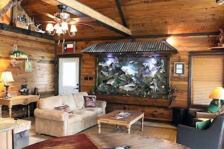 A Bass fishermans Dream Cabin! - Alba