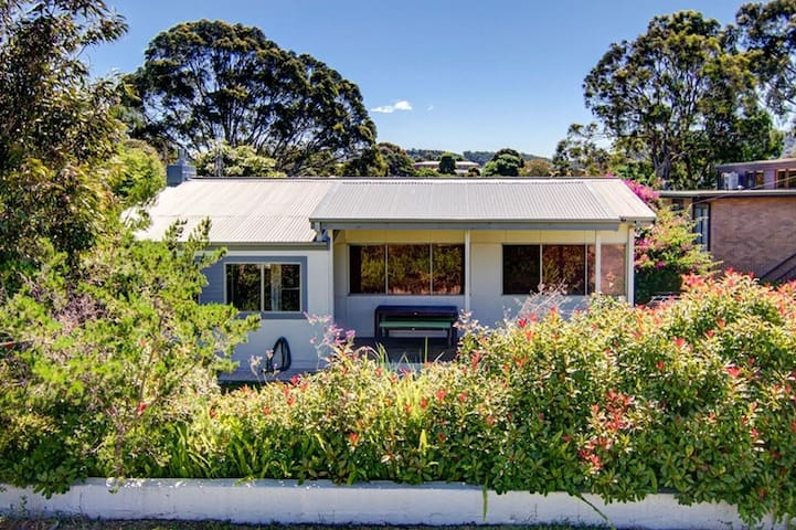 Henny's of Merimbula - Pet Friendly Home