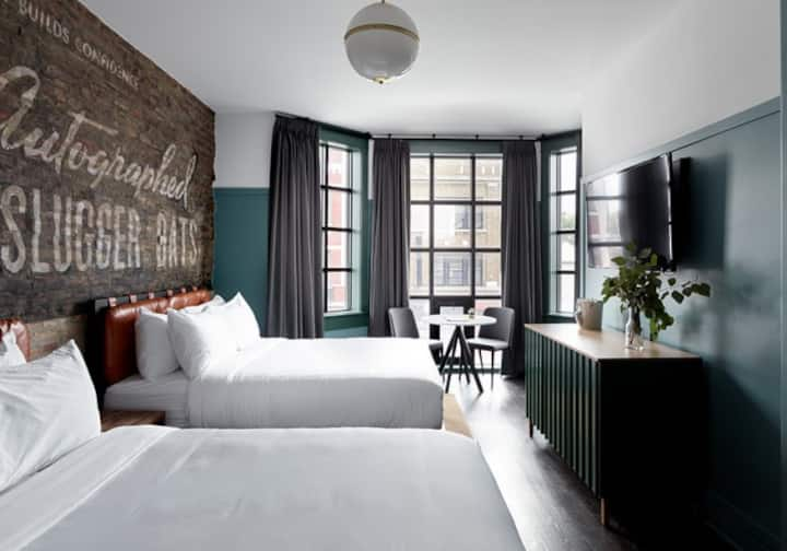 Double Queen Chicago Hotel Collection Wrigleyville
