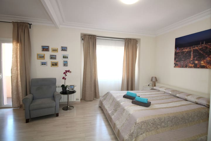 Spacious and bright room for 4 people