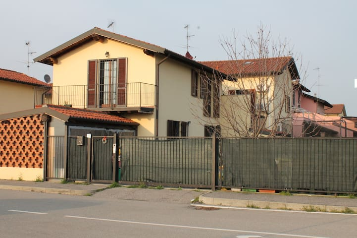 Detached House Milan/Pavia + Yard - Roncaro - Villa
