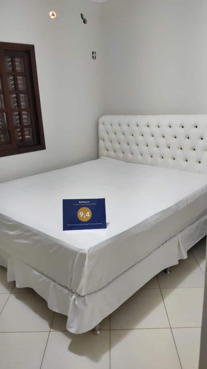 Quarto para 2: cama de casal e banheiro privativo