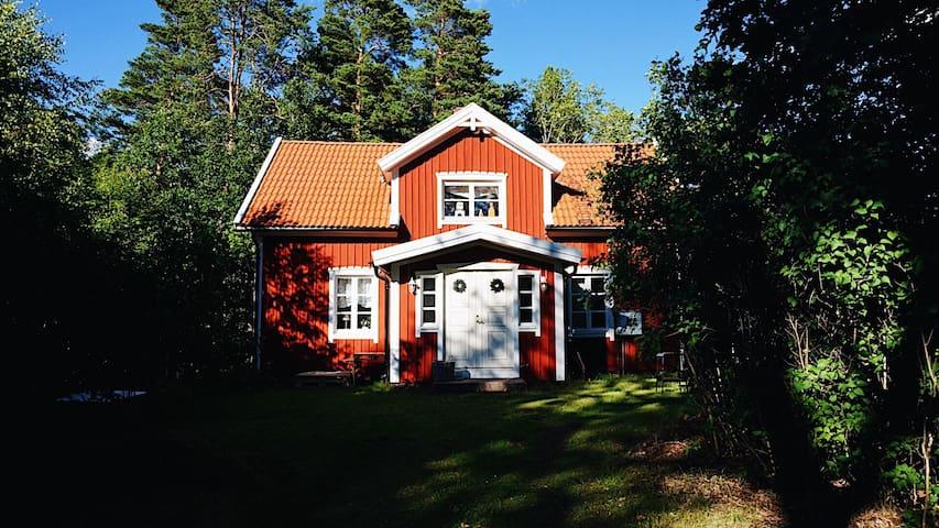 Hus angränsande till Oskarshamns Golfklubb