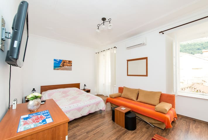 Studio Apartment Zvonimir Old town