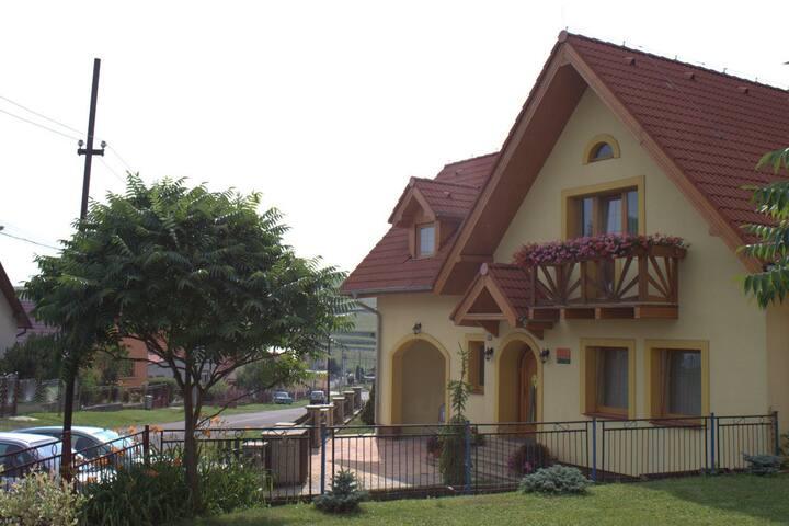 Žltý dom Vrbov izba č. 2 - Vrbov - Casa