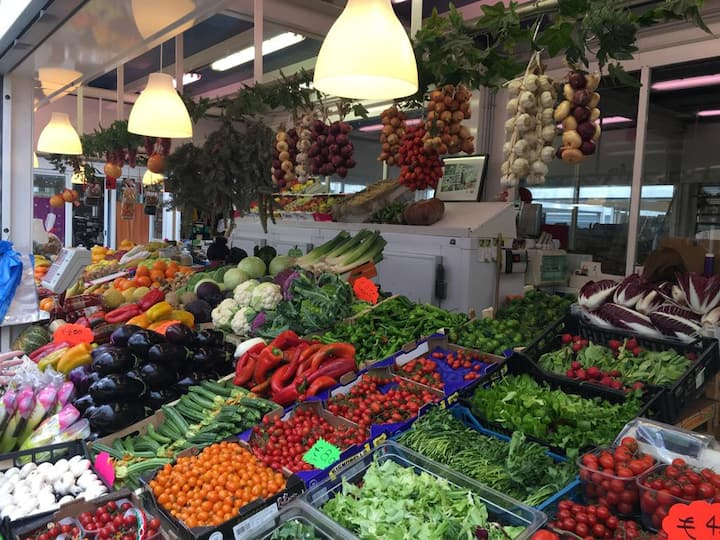 Learn about Roman cuisine and products