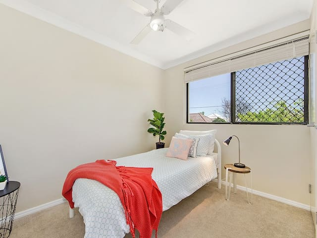 Perfect for Airport and CBD - Clayfield - Apartmen
