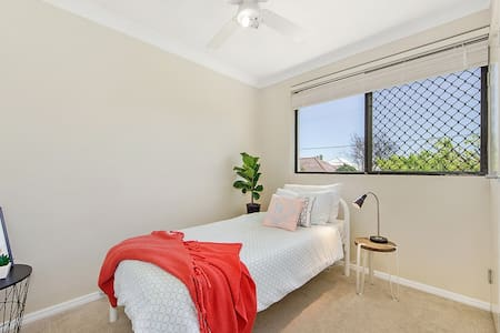 Perfect for Airport and CBD - Clayfield - Huoneisto