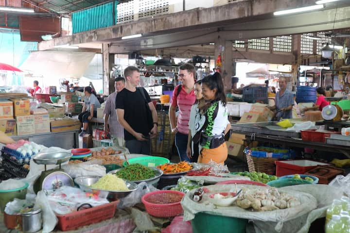 Explore a local Thai Market