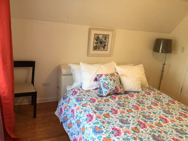 Private Bedroom w priv bath. Extra bed available