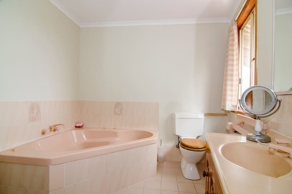 upstairs bobble bath toilet and shover