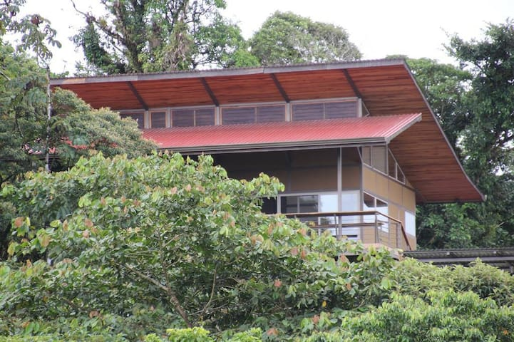 Spectacular Lake and Volcano Views! - Nuevo Arenal - House