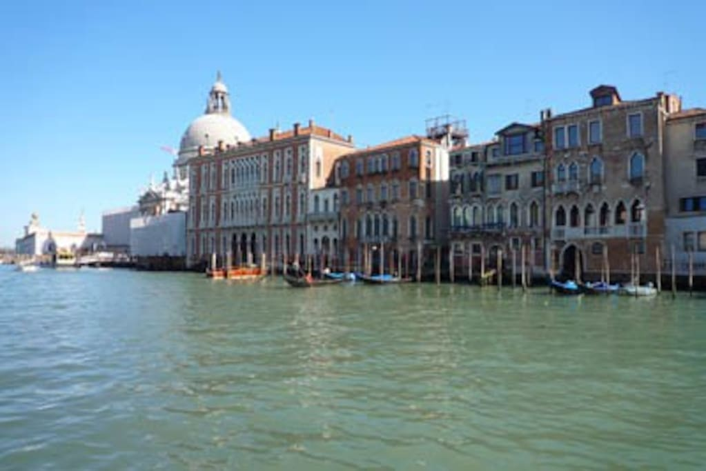 Prime location, steps to San Marco Square and the Grand Canal