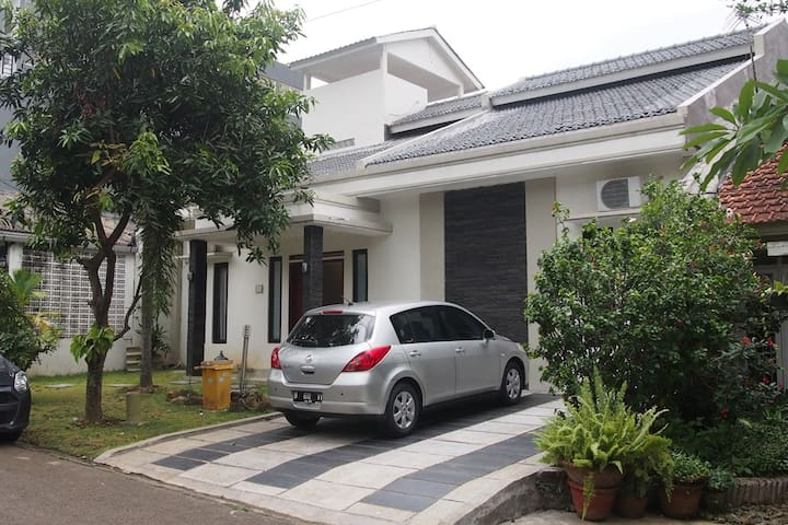 Sentul City Guest House Vacation 15 Beds