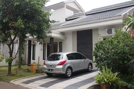 Sentul City Guest House Vacation 15 Beds