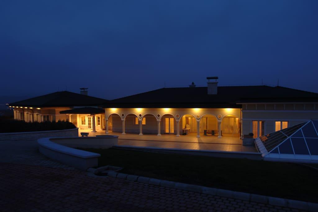 Luxury Villa Suburb Of Budapest